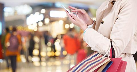 girl_on_mobile_shopingmall